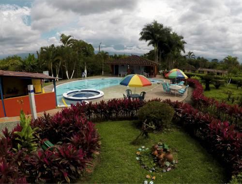 piscina hotel tucanes